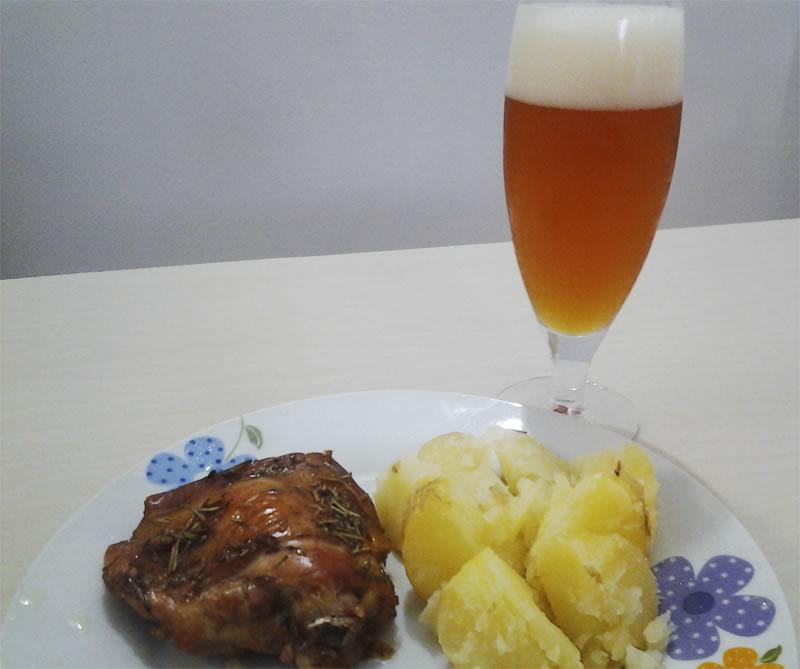 Frango e cerveja, uma combinação simples e deliciosa.